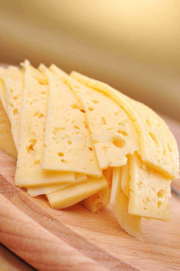 Geschnittener gelber Käse stockbilder