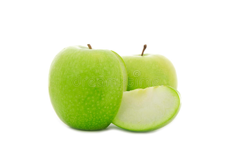 Geschnittener grüner Apfel getrennt auf Weiß stockbild