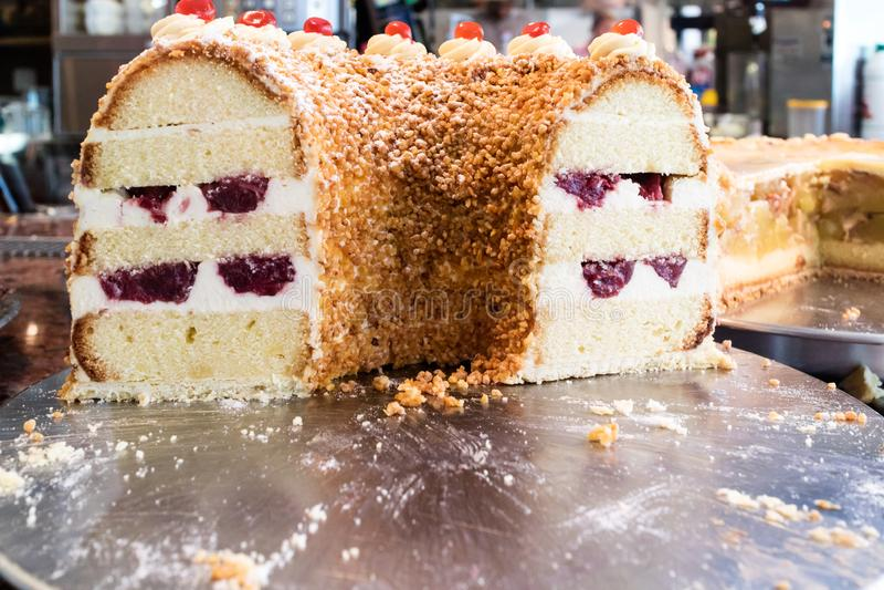 Geschnittener Kuchen stockbild