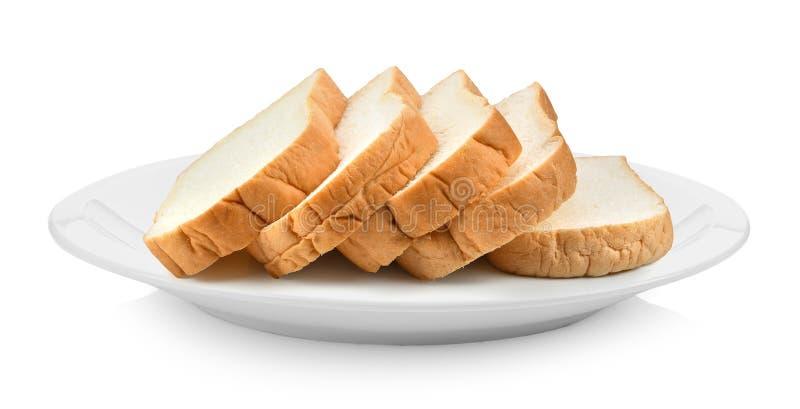 Geschnittenes Brot in der Platte lokalisiert auf einem weißen Hintergrund lizenzfreie stockfotos