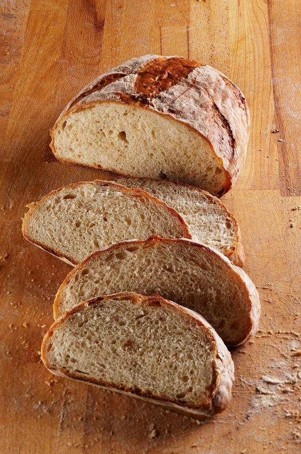 Geschnittenes Laib des frischen Brotes lizenzfreie stockfotos