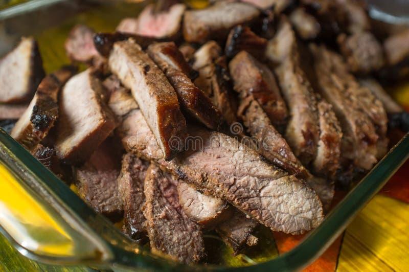 Geschnittenes Steak halb gar lizenzfreies stockfoto