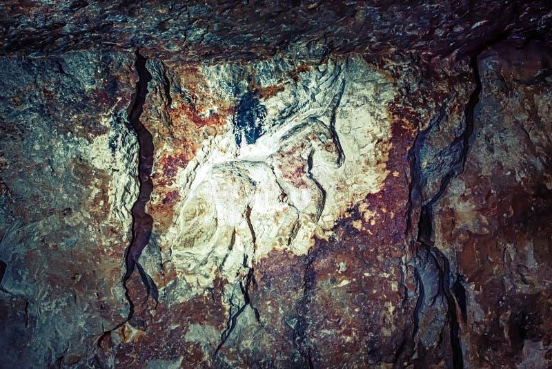 Geschnitzte Felszeichnung in den verlassenen Steinbrüchen lizenzfreie stockfotografie