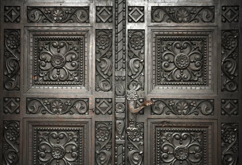 Geschnitzte hölzerne Türen lizenzfreie stockbilder