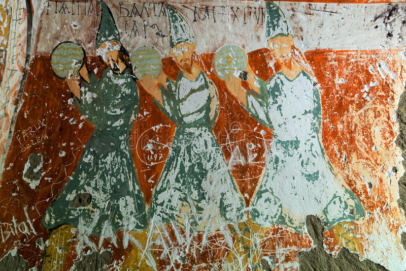 Geschnitzte Kirche des Höhlenklosters Felsen lizenzfreies stockbild