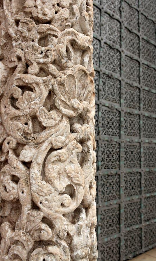 Geschnitzte Steinsäule stockbild