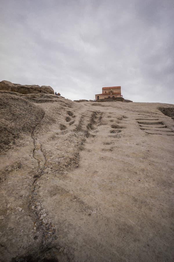 Geschnitzte Steintreppe zu altem Kirche uplistsikhe stockfotografie