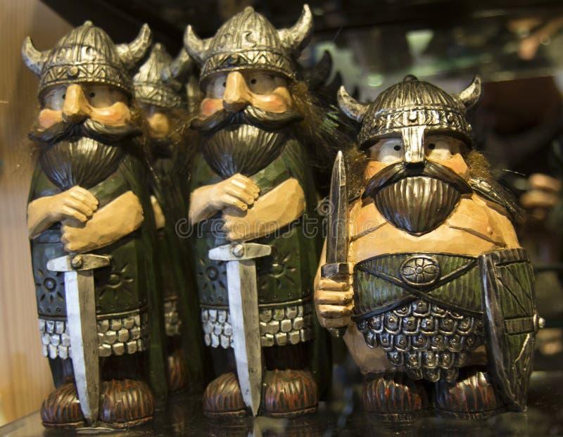 Geschnitzter hölzerner Viking Toys lizenzfreies stockfoto