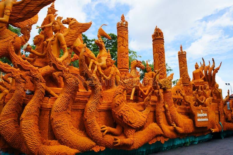 Geschnitzter Wettbewerb des Festivalstandorts Kerzen in Thailand lizenzfreies stockbild