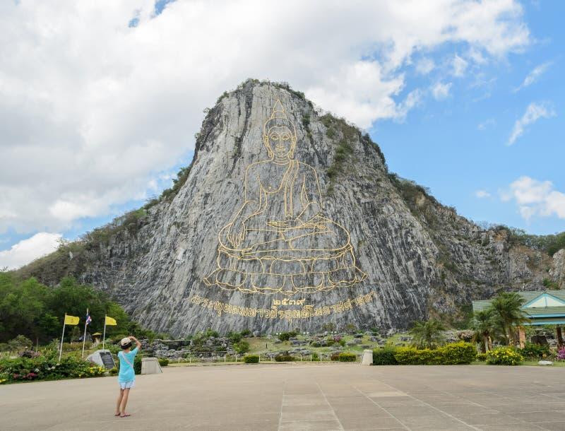 Geschnitztes Buddha-Bild auf der Klippe bei Khao Chee Chan, Thailand stockfotografie