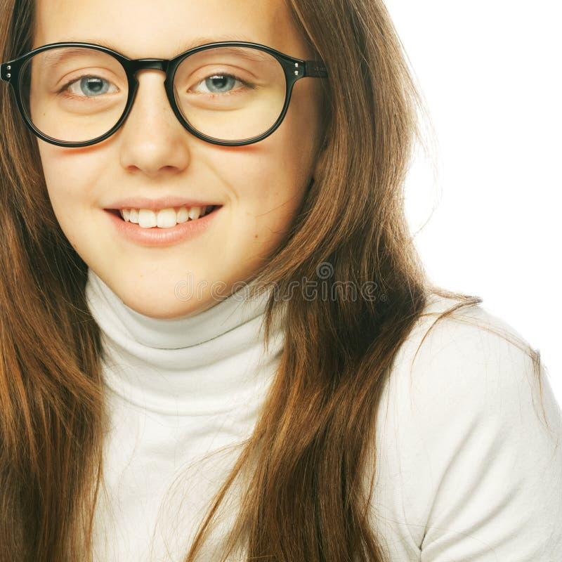 Geschossen von einem kleinen Mädchen in den Gläsern lizenzfreies stockbild