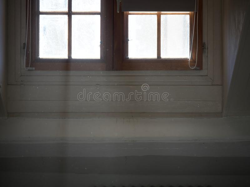 Geschoten van een venster met licht die binnen komen royalty-vrije stock afbeeldingen