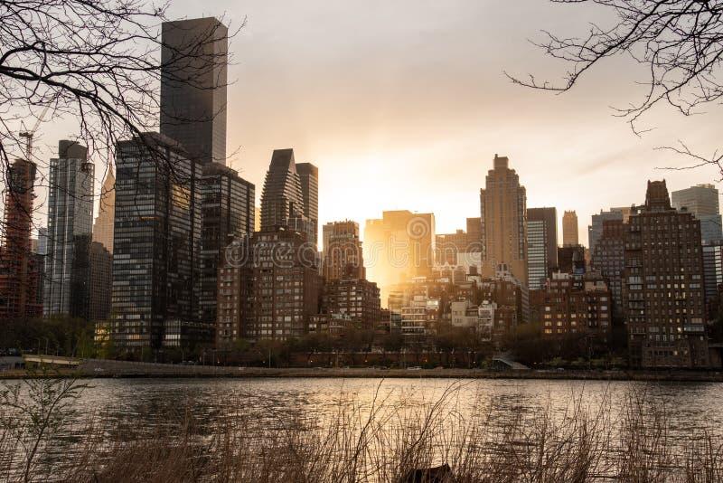 Geschoten van Manhattan en zijn horizon stock fotografie