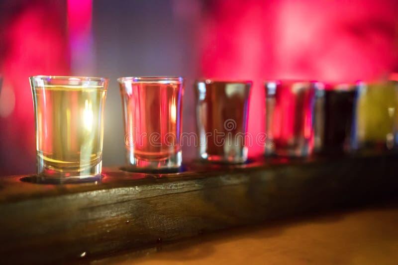 Geschotene glazen met alcoholische drank royalty-vrije stock afbeeldingen