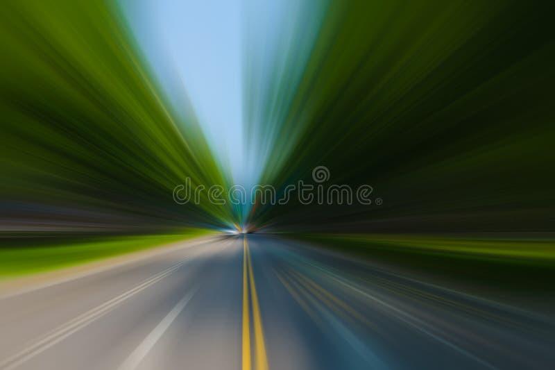 Geschwindigkeitsbewegung im städtischen Landstraßenstraßentunnel lizenzfreie stockbilder