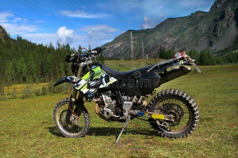 Geschwindigkeitsmountainbike in den Altai-Bergen stockfoto