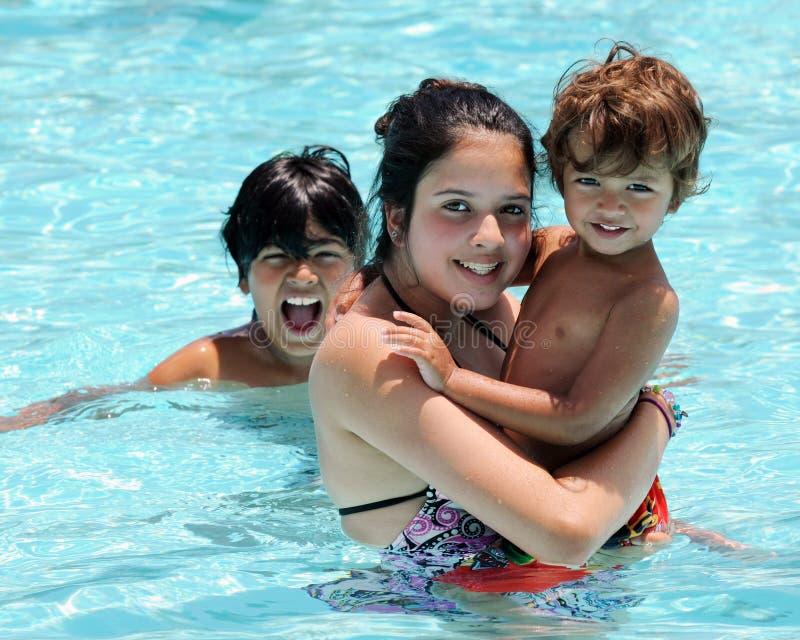 GeschwisterSwim stockbilder