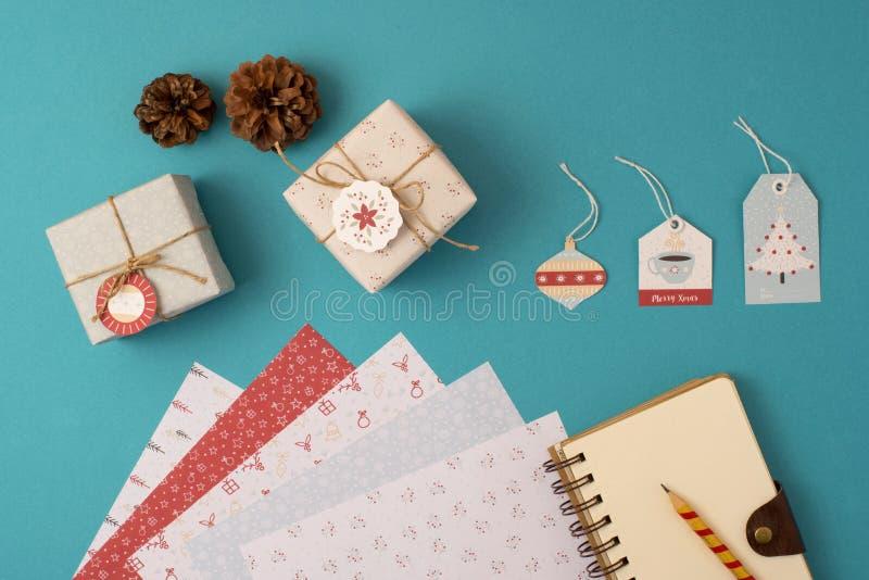Gesetzte Draufsicht des Weihnachtsfeiertagsbriefpapiers lizenzfreie stockbilder