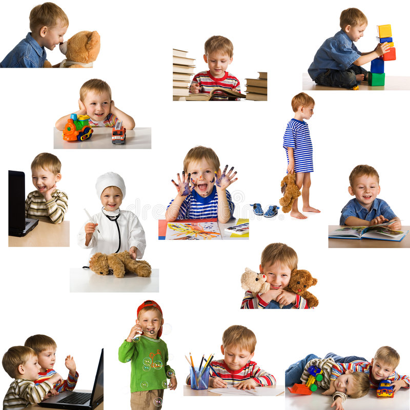 Gesetztes spielendes Kind stockfoto
