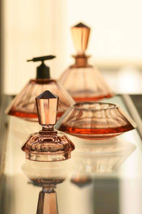 Gesetztes staubiges rosafarbenes Glas der antiken Eitelkeit lizenzfreie stockfotografie
