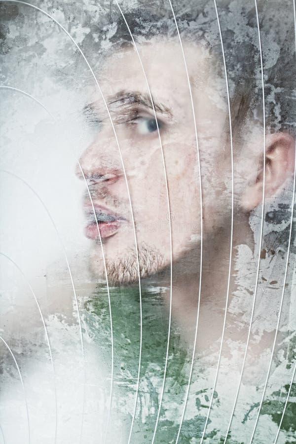 Gesicht betätigt zum Glas stockbilder