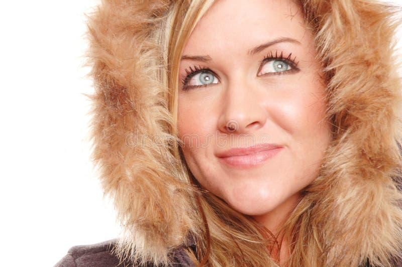 Gesicht der Frau abgedeckt durch Pelz lizenzfreies stockbild