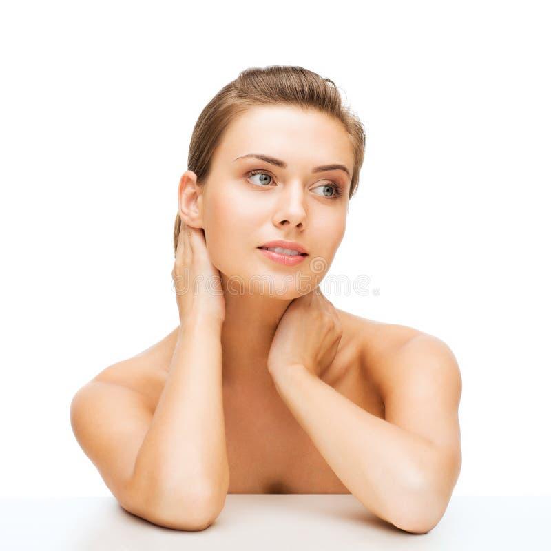 Gesicht der Frau mit sauberer perfekter Haut stockfotografie