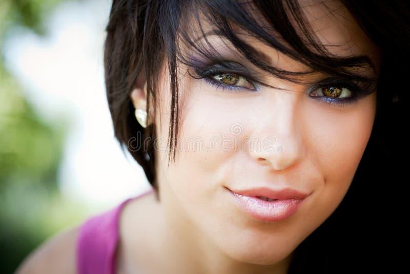 Gesicht der netten jungen Frau stockbild
