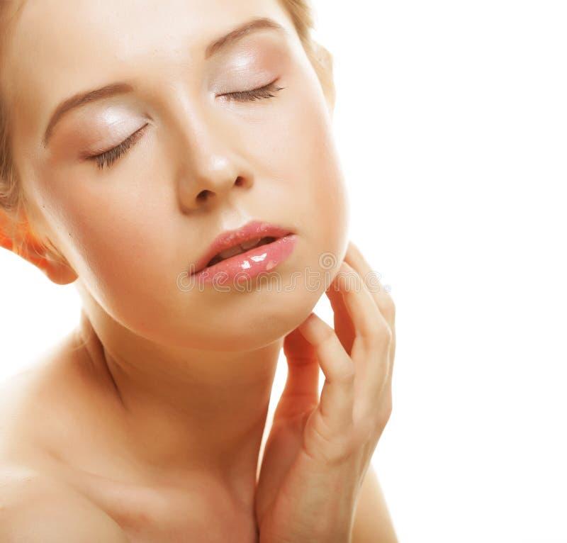 Gesicht der schönen Frau mit sauberer Haut stockfotos