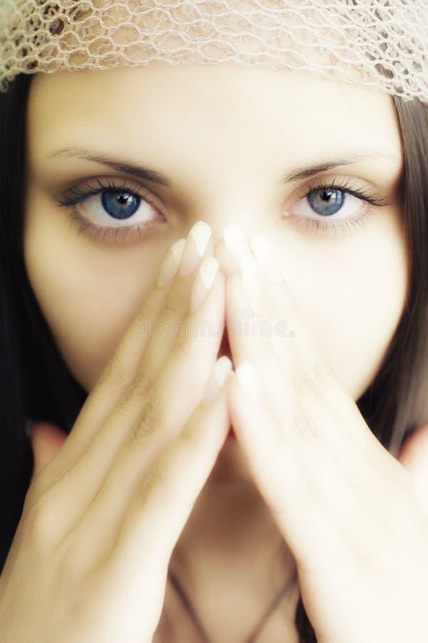 Gesicht des jungen schönen Brunette stockbilder