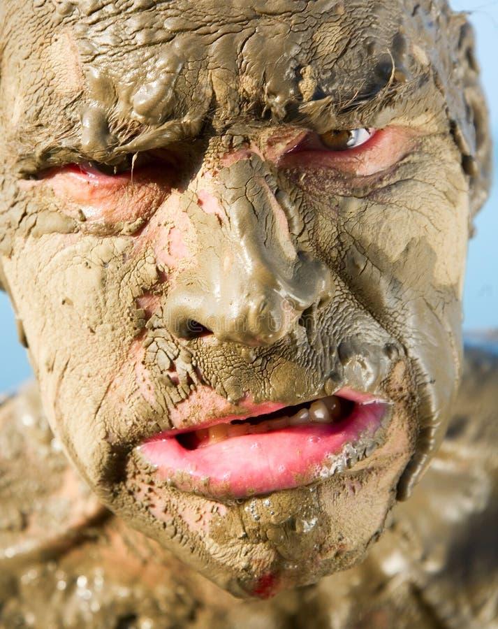 Gesicht des Mannes ist sehr schmutzig stockbilder