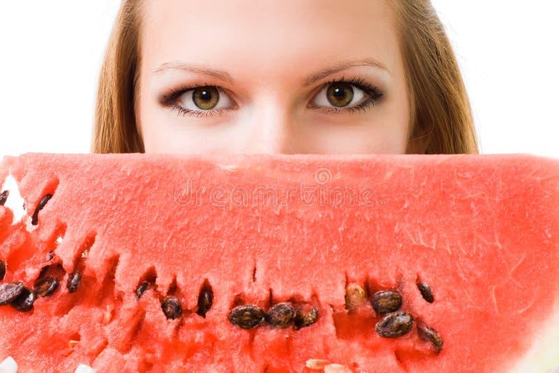 Gesicht einer Frau mit Wassermelone stockfoto