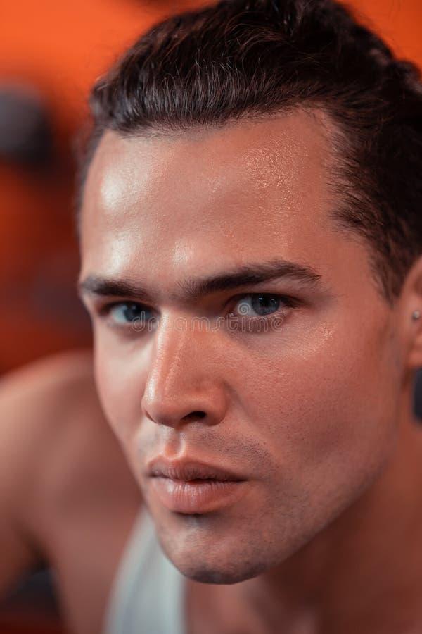 Gesicht eines hübschen blauäugigen Mannes lizenzfreie stockfotos