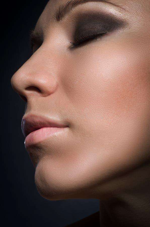 Gesicht eines schönen leidenschaftlichen Brunette stockbilder