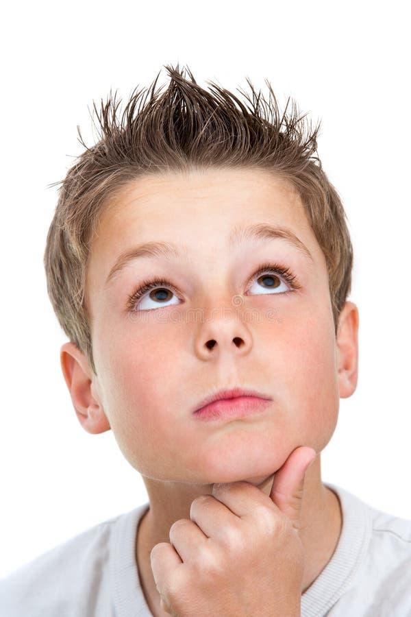 Gesicht geschossen vom Jungen, der oben schaut. stockbilder