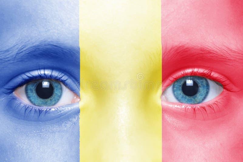 Gesicht mit rumänischer Flagge lizenzfreie stockfotos