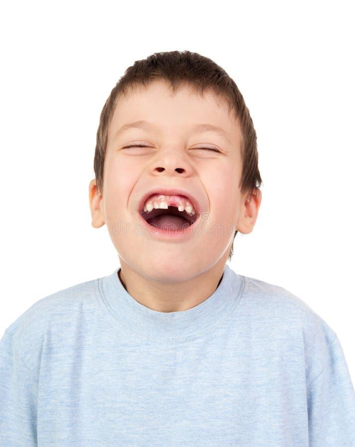 Gesicht verziehendes Jungenporträt auf Weiß lizenzfreie stockfotos