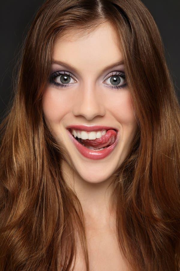 Gesicht verziehendes Mädchen lizenzfreies stockfoto