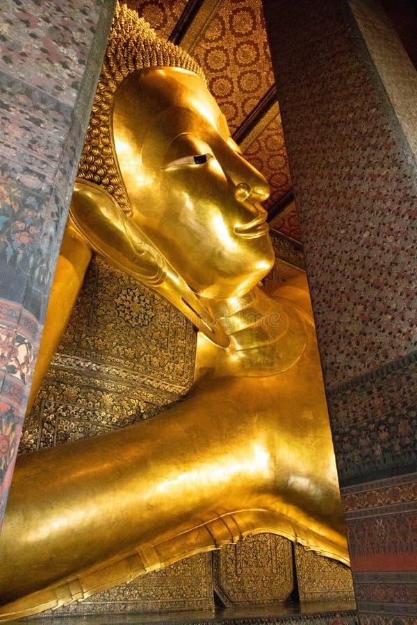 Gesichtsansicht des stützenden Buddhas in Bangkok stockbilder
