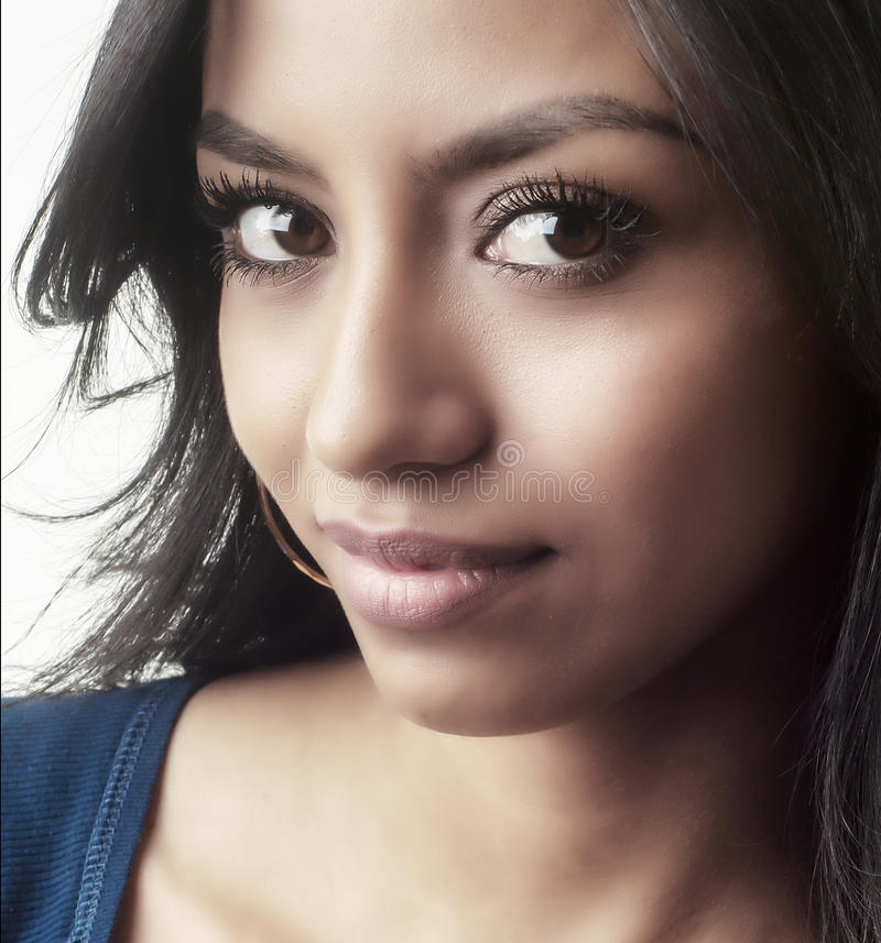 Gesichtslächeln der jungen Frau lizenzfreies stockbild