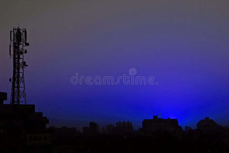 Gesilhouetteerde kleuren van aard en hemelen stock foto's