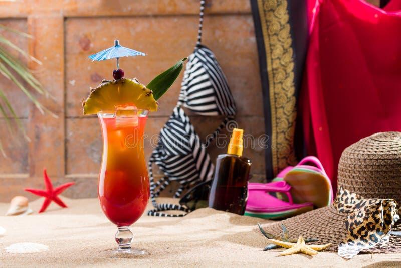 Geslacht op de strandcocktail royalty-vrije stock foto's
