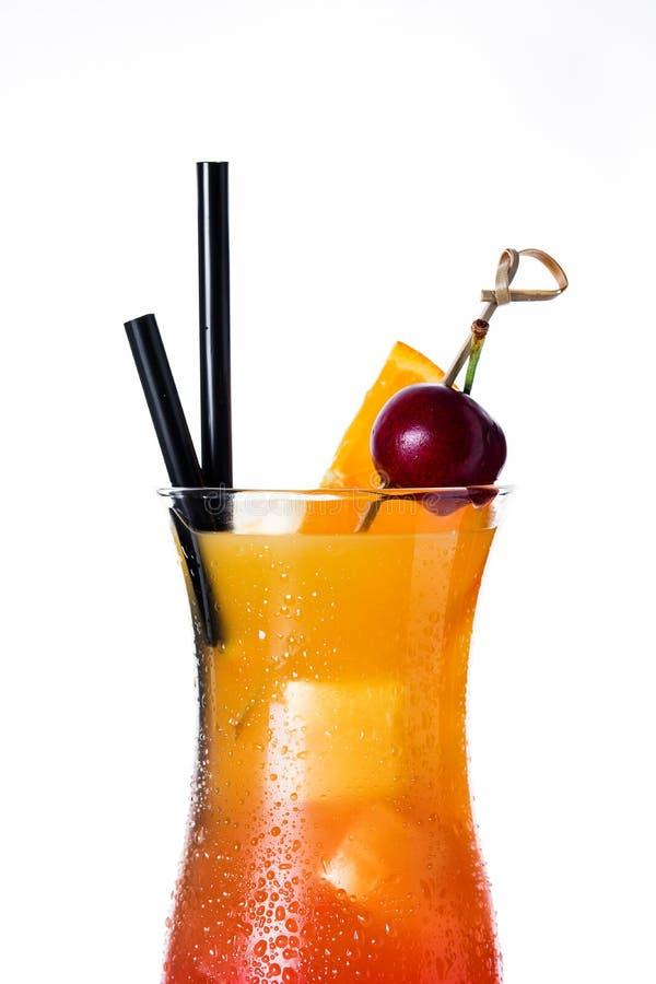 Download Geslacht Op De Strandcocktail In Glas Op Witte Achtergrond Stock Afbeelding - Afbeelding bestaande uit sinaasappel, koude: 114225133