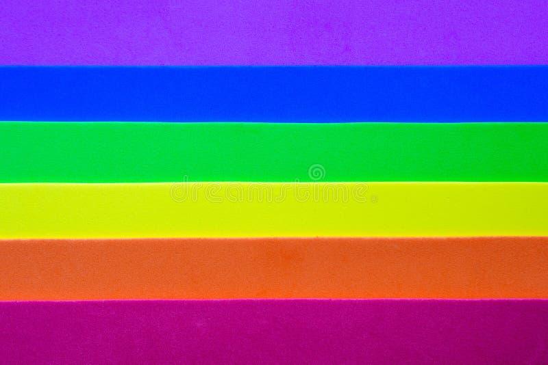 Geslachtsminderheid achtergrond van multi-colored regenboogbladen van karton royalty-vrije stock afbeelding
