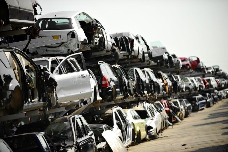 Gesloopt autoautokerkhof stock foto's