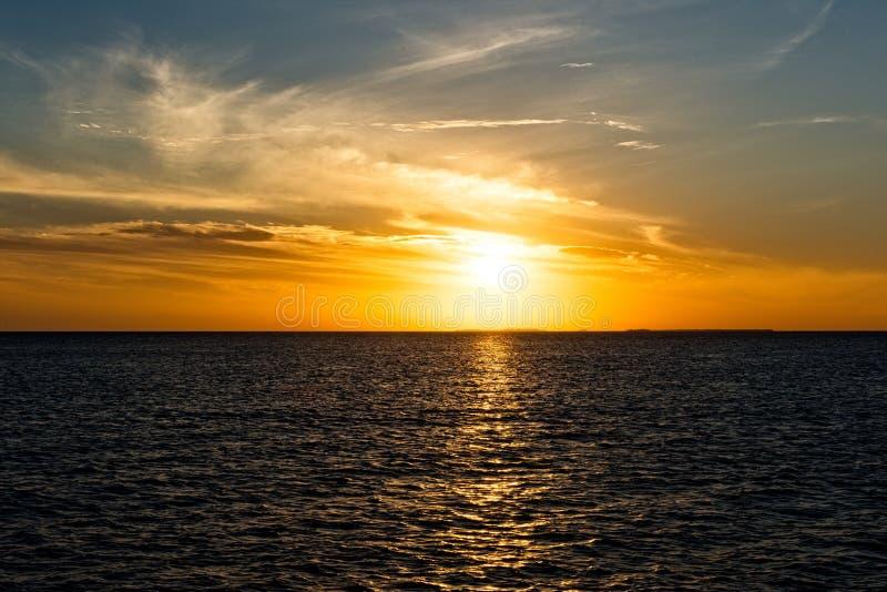 Gesloten dok in Carter Beach in de Bahamas stock afbeelding