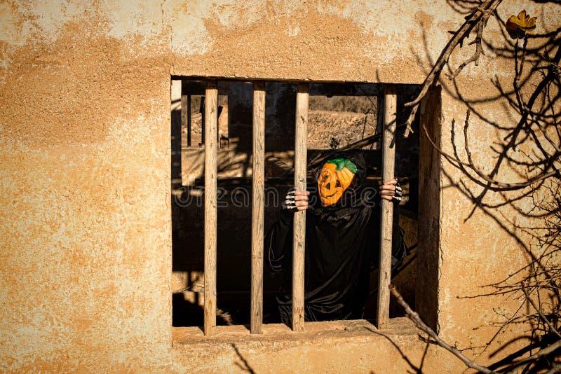 Gesloten in Halloween-monster stock foto's