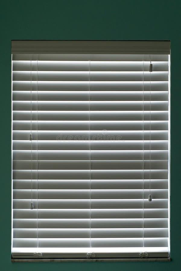 Gesloten vensterzonneblinden royalty-vrije stock afbeelding