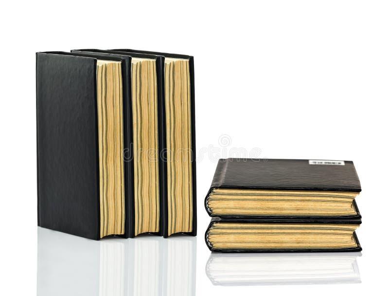 Gesloten zwart boek met schaduw op witte achtergrond royalty-vrije stock fotografie