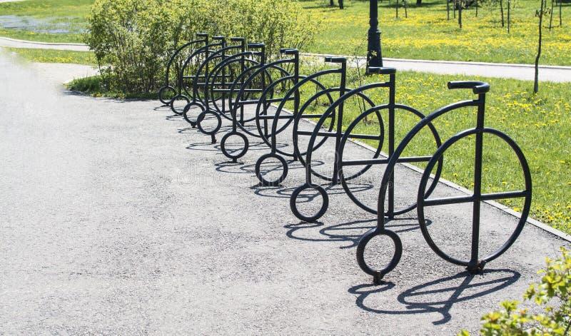 Gesmede fietsen royalty-vrije stock fotografie